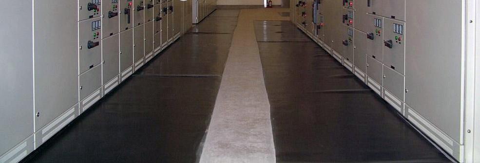 Диэлектрические резиновые коврики и изолирующие подставки применяются в...